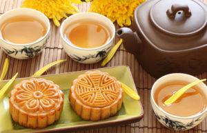 Pasteles de luna y té verde. / 月饼绿茶