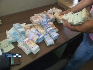 La Policía encontró miles de euros en el maletero del detenido.