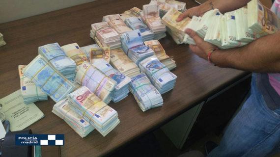 Intervienen más de 405.000 euros ocultos en una bolsa en el maletero de un coche