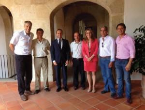 La vicepresidenta del Gobierno extremeño recibió a Doble Cristal.