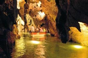 Miles de turistas acuden cada año a Castellón para admirar las Grutas. /  Foto: www.riosubterraneo.com
