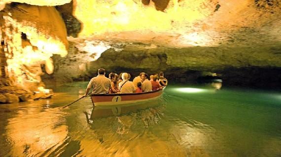 Las valencianas Grutas de San José esconden el río subterráneo navegable más largo de Europa