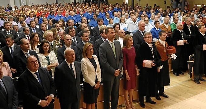 Felipe VI aboga por que universidades exploren nuevas colaboraciones empresariales para potenciar el empleo