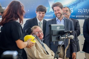 Hawking a su llegada a Tenerife. / Foto: Cabildo de Tenerife.