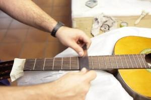 En Toledo puede visitarse una empresa dedicada a producir guitarras. / Foto: www.turismoindustrial.es