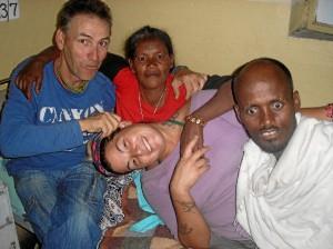 Visitando a enfermos en el Hospital de Wukro.