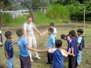 Jugando con niños en Panamá.