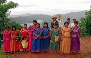 En Cerro Tula, Panamá, con indigenas.