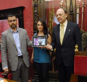 Presentación de la aplicación en el Ayuntamiento de Granada./ Foto: www.granada.org