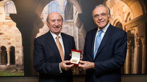Isidro Fainé recibe la Medalla de Oro de la Fundación Santa María la Real