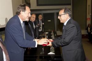 Avelino Corma recibe la distinción. / Foto: Fundación Lilly.