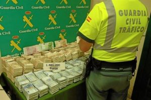 Dinero recuperado por la Guardia Civil.