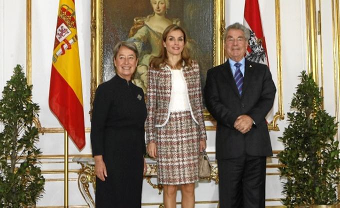 La Reina junto al presidente de Austria, Heinz Fischer, y su esposa Margit Fischer. / Foto: Casa Real / Borja Fotógrafos.