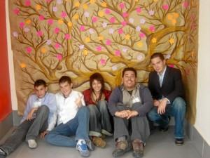 Jóvenes que colaboran con la Fundación.