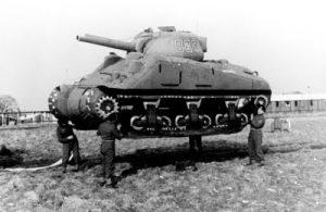 Carro de combate ficticio para engañar a los alemanes.