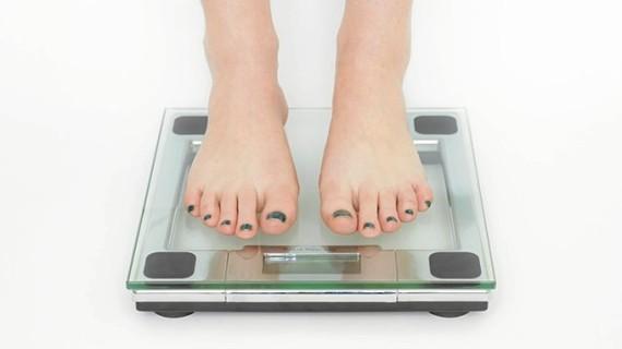 Si estás gordo es porque comes demasiado… ¡la gran mentira!
