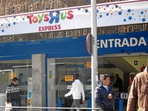 Fachada de un establecimiento de Toys'R'Us. / Foto: Europa Press.