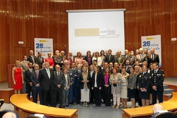 Foto de familia de los premiados. / Foto: Casa Real.