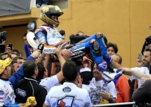 Alex Marquez celebrando el campeonato.