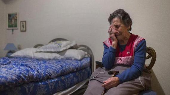 La plantilla del Rayo Vallecano ayudará económicamente a la anciana desahuciada en Vallecas