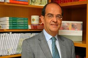 Piñar es profesor de la Universidad San Pablo CEU.