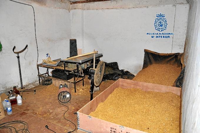 La Policía Nacional descubre en Toledo una fábrica clandestina con 2,8 toneladas de tabaco
