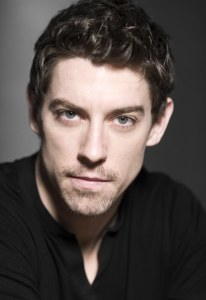 El actor y cantante Adrián Lastra. Foto: www.adrian-lastra.com