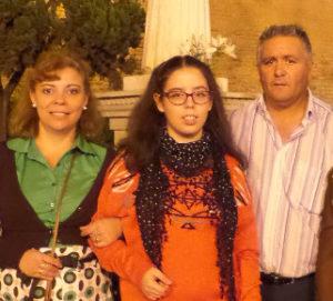 Ana María Rodríguez junto a sus padres el pasado 31 de octubre.