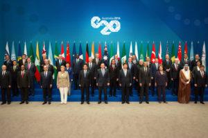 Foto de familia de los jefes de Estado y de Gobierno asistentes a la cumbre del G-20 que se celebra en Brisbane, Australia.