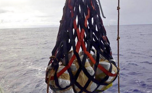 Cuatro detenidos e incautados 369 kilos de cocaína en un velero en alta mar