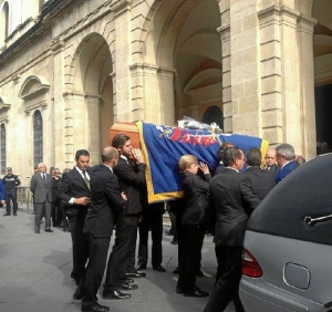 Llegada del féretro al Ayuntamiento de Sevilla. / Foto: Europa Press.