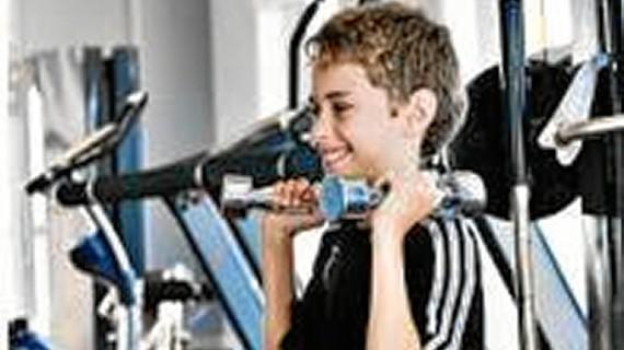 ¿Es verdad que los niños y adolescentes no deberían hacer pesas?