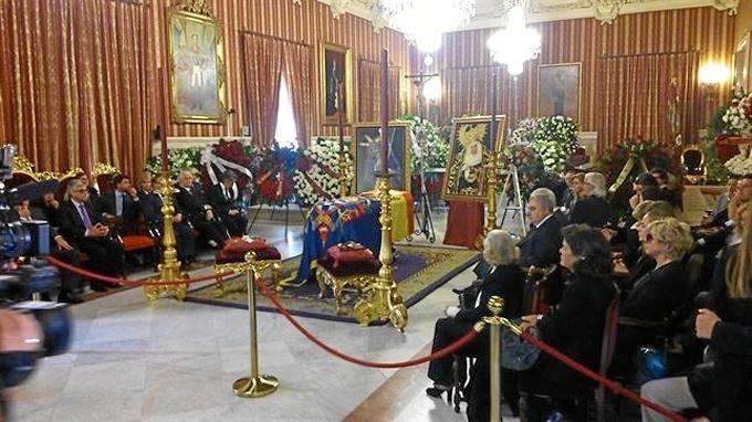 Capilla ardiente de la Duquesa de Alba instalada en el Ayuntamiento de Sevilla. / Foto: Europa Press.