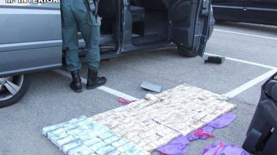La Guardia Civil interviene en Martorell 1,2 millones ocultos en una furgoneta