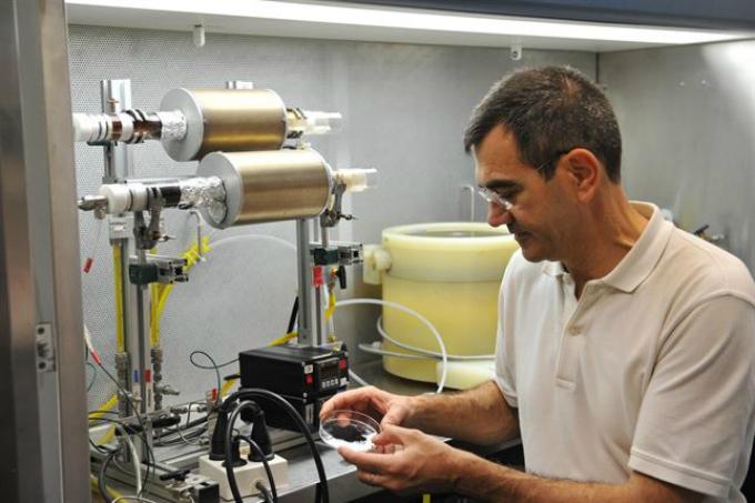 Demuestran la eficiencia del grafeno para sustituir a metales utilizados en los catalizadores