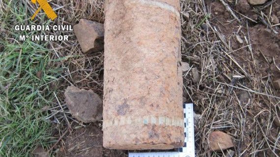 Desactivado en una finca de Mérida un proyectil de artillería de la Guerra Civil