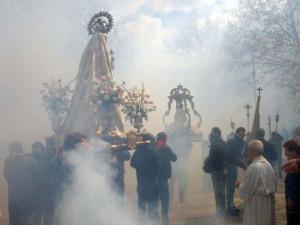 La procesión de los petardos.