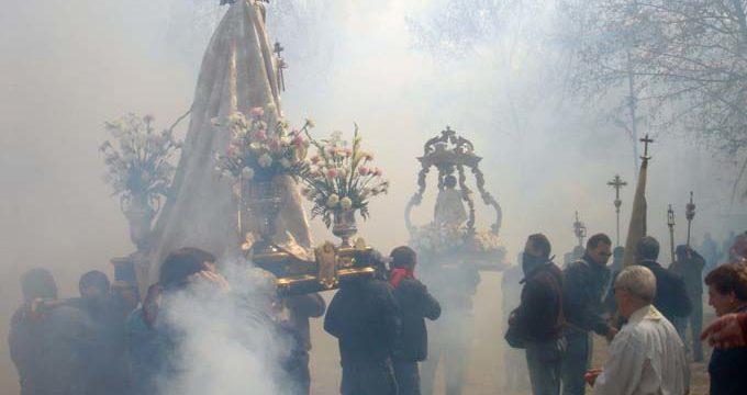 Vecinos de Cúllar Vega reciben un curso de pirotecnia para poder participar en la procesión del Domingo de Resurrección