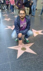 José Vicente Romero junto a estrella de Spielberg. / http://www.calzadadecalatrava.es