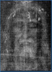 El rostro que se ve en el negativo de la tela.