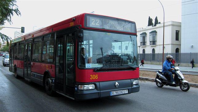 Autobús urbano de Sevilla. / Foto: Europa Press.