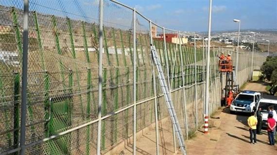 Interior creará oficinas de asilo y protección internacional en las fronteras de Ceuta y Melilla