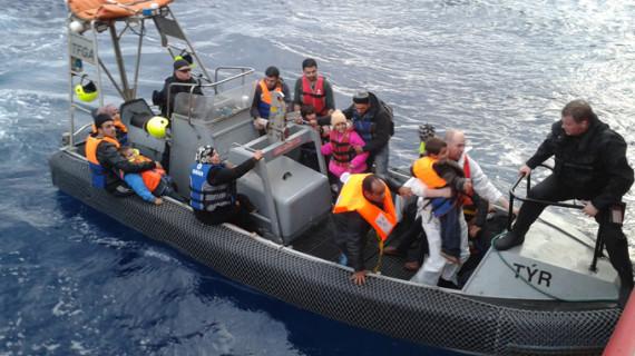 Un buque del CSIC rescata a 194 sirios en el Mediterráneo