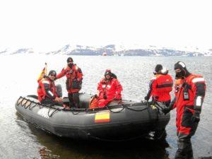 Los militares apoyan a los científicos en sus investigaciones. / http://www.cartadeespaña.es