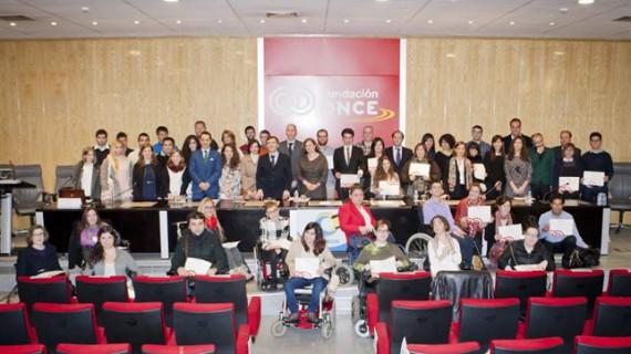 Universitarios con discapacidad reciben 54 becas del programa 'Oportunidad al talento'