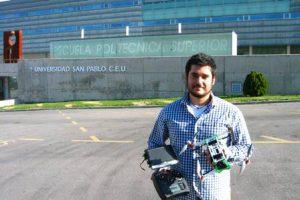 Eduardo Chamorro ha creado un 'dron plegable'. / Foto: Universidad CEU San Pablo.