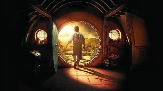 Personajes de la trilogía de 'El Hobbit' se pasean por una estación de tren de Albacete