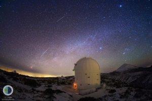 Imagen de varios trazos de Gemínidas (meteoros) observada desde el Observatorio del Teide (IAC). / Foto: www.iac.es