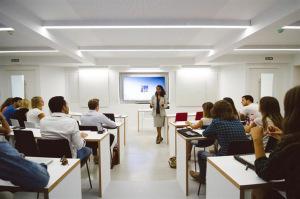 Una clase en la IES University.
