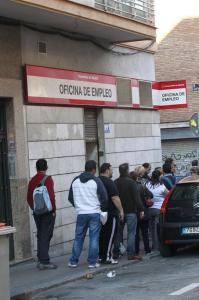 Colas en una oficina de empleo. / Foto: Europa Press.